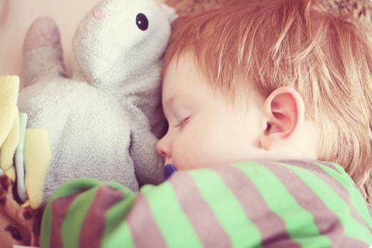 Bé 1 tuổi không ngủ ngon giấc phải làm sao? 1