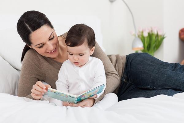 7 Tác dụng của kể chuyện cho bé nghe trước khi đi ngủ