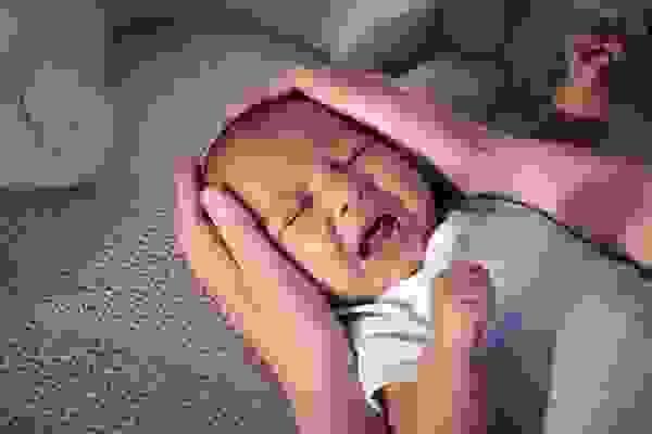 Dưới đây là câu chuyện mệt mỏi của rất nhiều gia đình có con nhỏ quấy khóc đêm 1