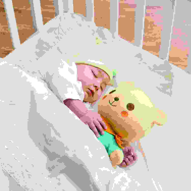 Điểm lợi và hại khi cho bé ôm thú nhồi bông ngủ cùng 1
