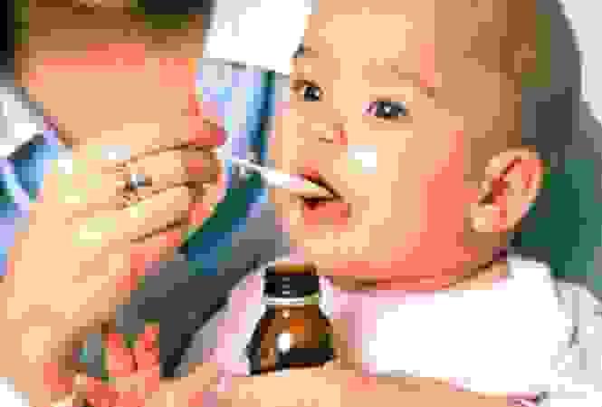 Lạm dụng thuốc để cải thiện chứng giật mình, quấy khóc đêm, mẹ vô tình hại con 1