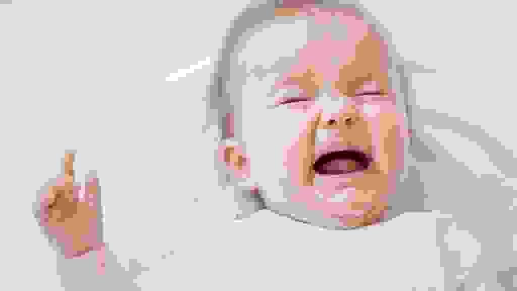 Lý giải hiện tượng: Trẻ giật mình, trẻ quấy khóc về đêm là do đâu? 1
