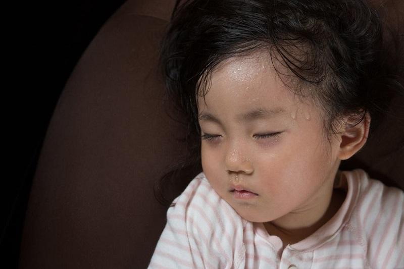 3 cách trị triệt để chứng mồ hôi trộm ở trẻ sơ sinh và trẻ nhỏ 1