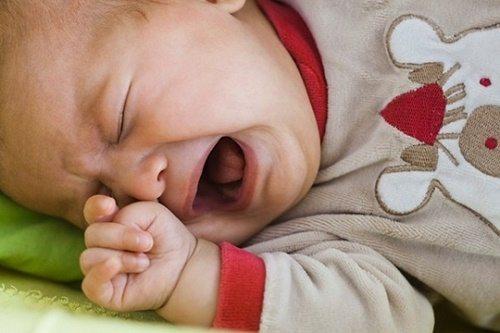 5 nguyên nhân khiến bé khó ngủ, thức đêm 1