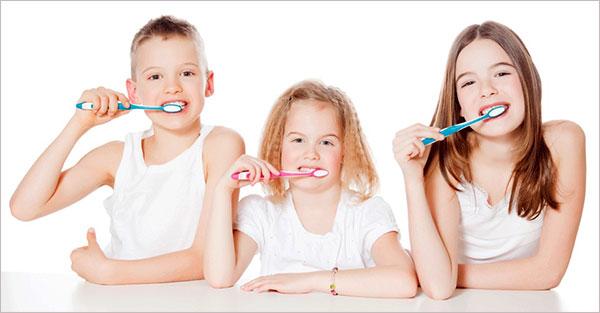 Cách lựa chọn bàn chải đánh răng cho bé 1