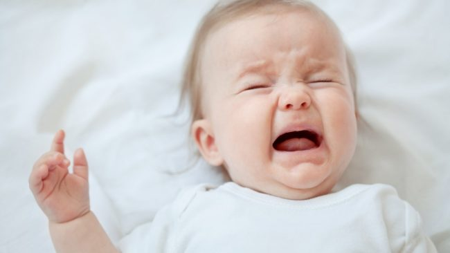 Trẻ bị còi xương thường quấy khóc đêm