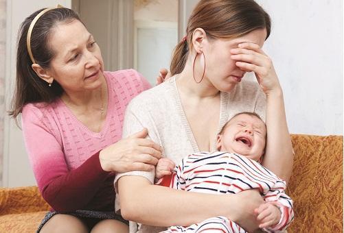 Trẻ khó ngủ, quấy khóc đêm ảnh hưởng sức khỏe của mẹ và bé
