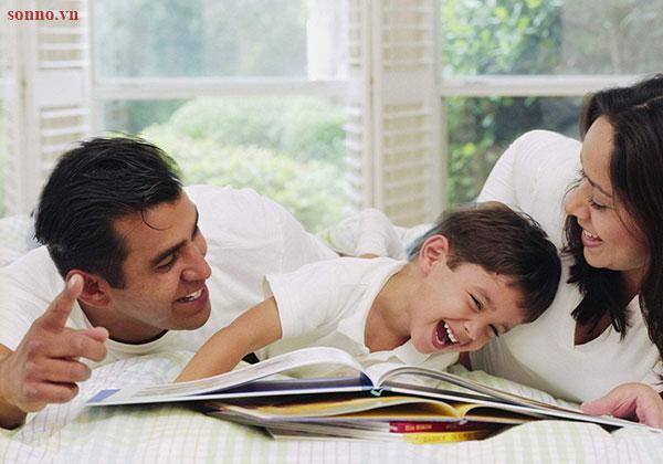 Thường xuyên trò chuyện và đọc sách cùng bé 1