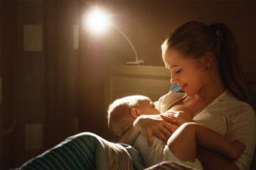 Tại sao trẻ sơ sinh thức đêm?